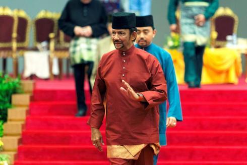 """El sultán de Brunéi Hassanal Bolkiah (c) tras su intervención en Bandar Seri Begawan, pidió enseñanzas islámicas """"más fuertes"""" ."""