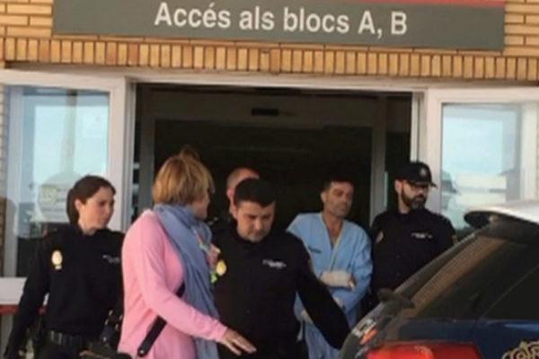 Antonio T. abandona el hospital General para dirigirse a los juzgados.