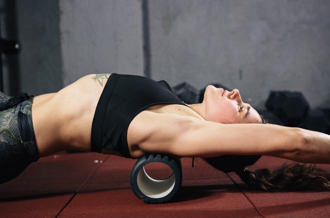 Tu nuevo aliado fitness es el foam roller y así es como se usa