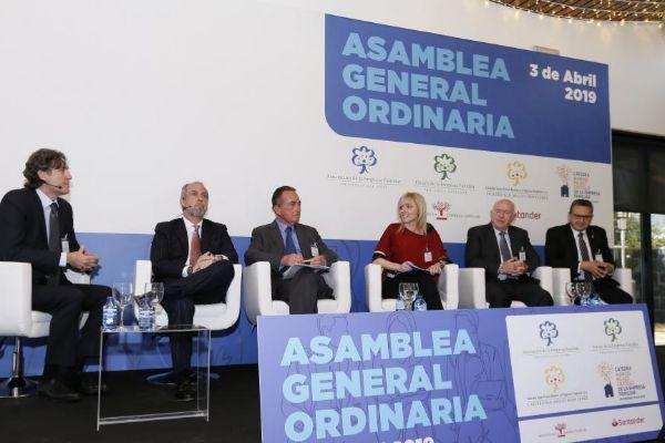 De izquierda a derecha: Rafael Ballester (Ineca), P. Palacio (CEV Alicante), Juan Riera (Cámara de Comercio), Maite Antón (Aefa), Joaquín Pérez (Cedelco) y J.J. Sellés (Uepal), ayer en el acto de AEFA.