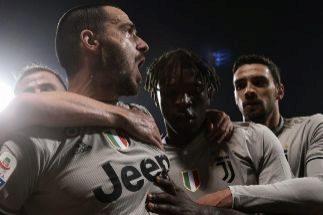 Un gesto de Bonucci a Kean agita el avispero del racismo en Italia
