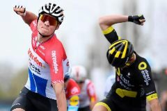 Valverde se prueba y Van der Poel da una lección