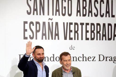 Fernando Sánchez Drago y Santiago Abascal durante la presentación del libro 'Santiago Abascal. España vertebrada'