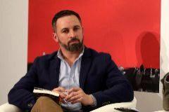 """GRAF5007. MADRID.- El presidente de VOX Santiago <HIT>Abascal</HIT> (c) durante la presentación del libro """"Santiago <HIT>Abascal</HIT> España vertebrada"""", del escritor Fernando Sánchez Dragó, esta tarde en Madrid."""