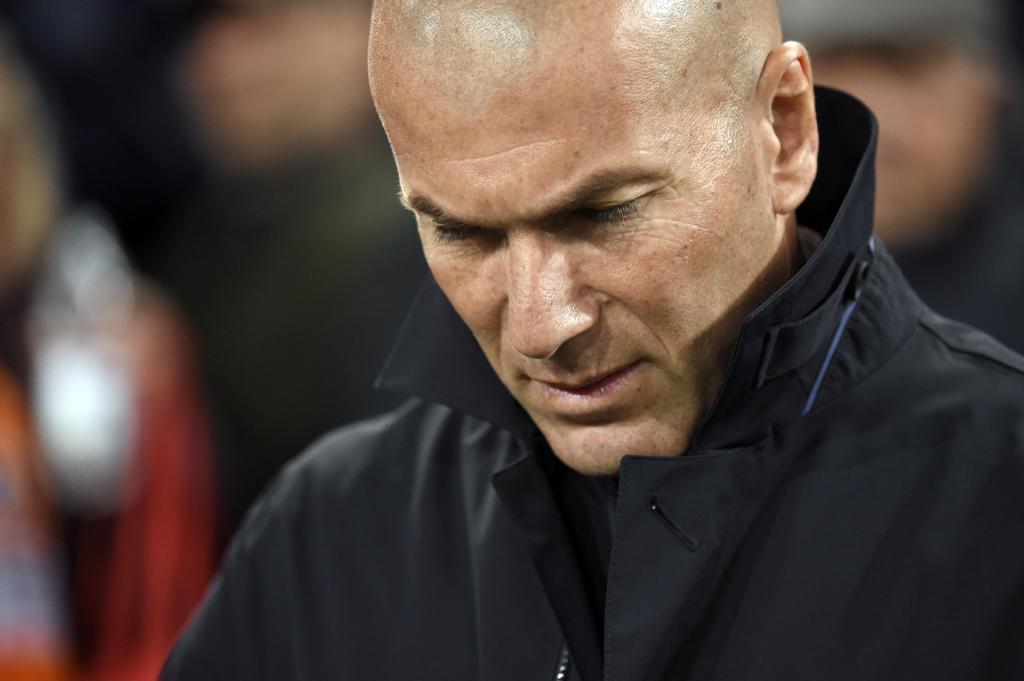 Zidane, cariacontecido durante el partido en Mestalla.