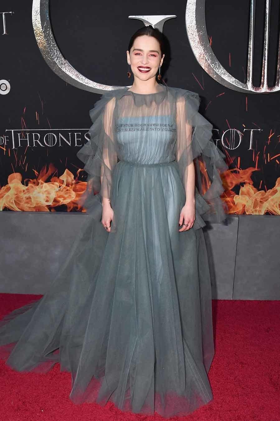 Emilia,  que interpreta a Daenerys Targarien, llevó un precioso...