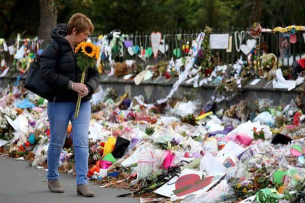 Ofrenda florar a las víctimas del atentado en las mezquitas de  Christchurch, Nueva Zelanda.