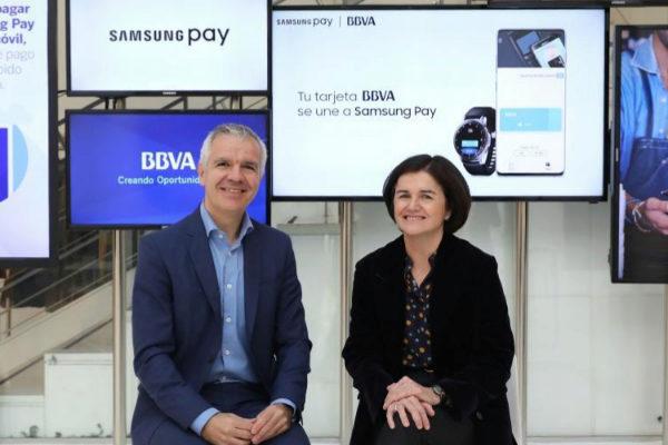 Celestino García, vicepresidente corporativo de Samsung España, y Sofía Rodríguez-Sahagún, directora de Transformación de BBVA