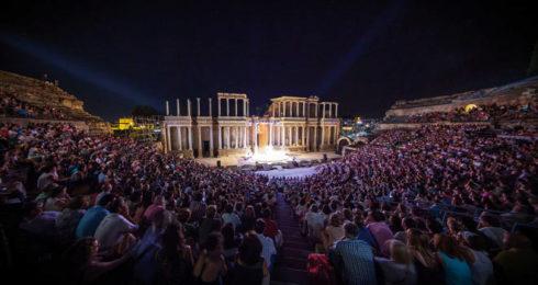 Panorámica nocturna del Teatro Romano de Mérida.