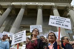 Manifestación en favor de la eutanasia en el Congreso de los Diputados.