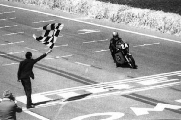 Salvador Cañellas se proclama campeón con Bultaco del Gran Premio de España en Montjuïc 1968