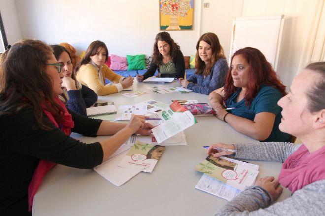 El equipo de trabajo de la organización Crecer con futuro, de Sevilla.