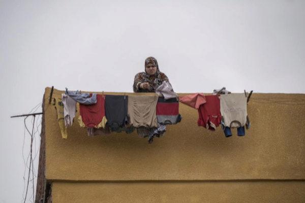 Una mujer tiende en Negrig, un pueblo del Delta del Nilo.