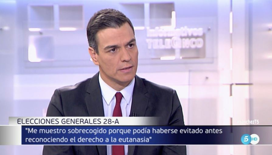 Pedro Sánchez, en un momento de la entrevista emitida este jueves en Telecinco.