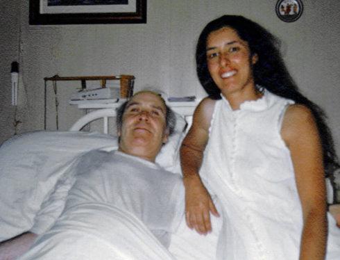 Ramona Maneiro en una fotografía antigua junto a Ramón Sampedro, a...
