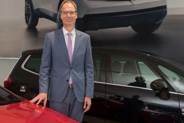 El presidente de Opel 'da la salida' al Corsa eléctrico en Zaragoza