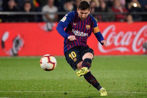 Leo Messi, en la jugada donde marcó de falta en Villarreal.
