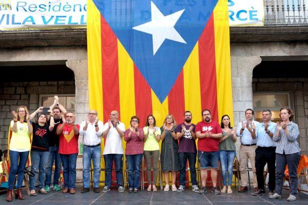 Imagen de septiembre de 2007, cuando el Consistorio de Torroella de Montgrí hizo un acto de apoyo a la votación del 1-O y que ayer usó el Ayuntamiento para difundir su comunicado contra la decisión de la Junta Electoral Central..