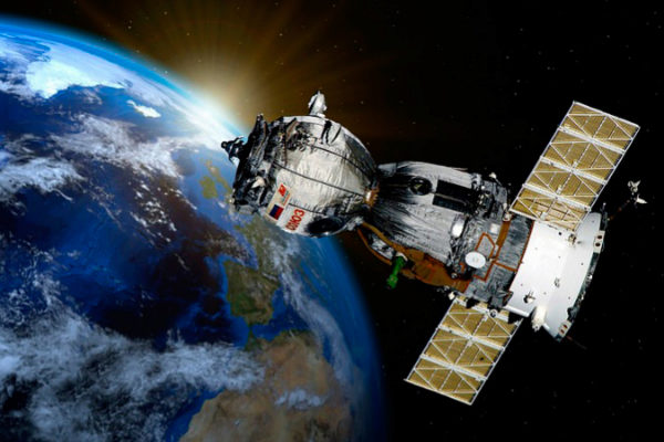 """Creará una """"constelación"""" de 3.263 satélites para dar Internet a toda la Tierra"""
