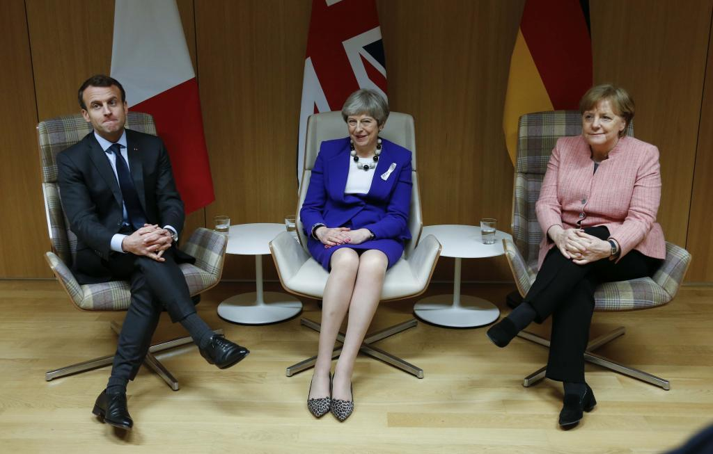 La 'premier' May, entre el presidente Macron y la canciller Merkel.