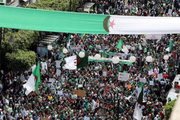 Protestas sociales en las calles de Argelia.