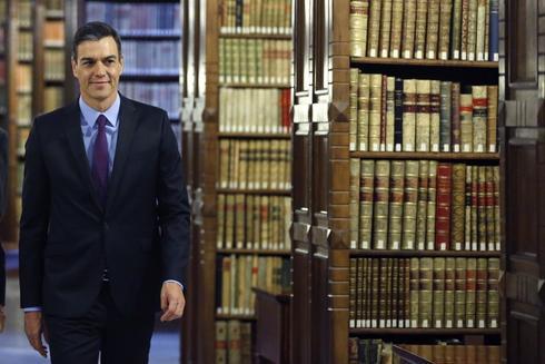 Pedro Sánchez, durante su visita a la sede de la RAE