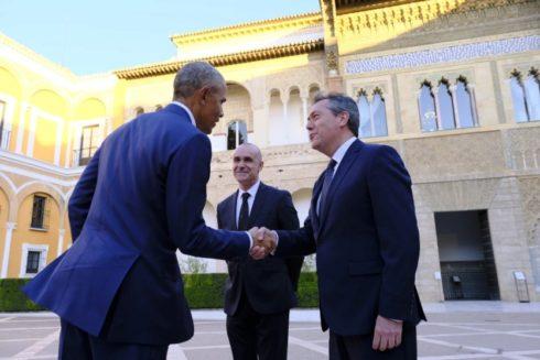 El alcalde de Sevilla, Juan Espadas, recibe a Barack Obama en el Alcázar.
