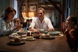 Louis (Jason Clarke), el protagonista de la cinta, junto a su familia
