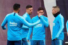 GRAFCAT6912 <HIT>BARCELONA</HIT> 5/4/2019.- Los jugadores del FC <HIT>Barcelona</HIT>, Luis Suarez (i), Leo Messi (c) y Jordi Alba (d), durante en el entrenamiento realizado por la plantilla azulgrana esta tarde en la Ciudad Deportiva Joan Gamper, de cara al partido de la Liga que jugarán mañana frente al Atlético de Madrid.