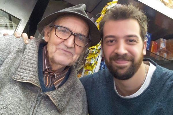 Mathias con el abuelo en la panadería, minutos antes del suceso.