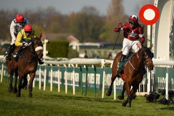 Davy Rusell, a lomos del caballo vencedor, Tiger Roll.