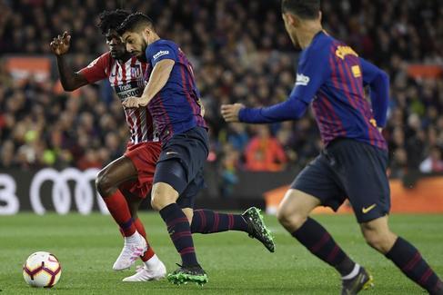 El Barcelona derriba el muro del Atlético y sentencia el título