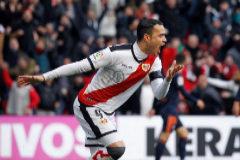 El Rayo acaba con la histórica racha del Valencia y mantiene la esperanza
