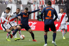 El Rayo acaba con la histórica racha victoriosa del Valencia y mantiene la esperanza