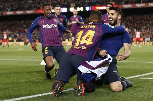 Luis Suárez derriba a Oblak y acerca al Barcelona a la Liga