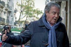 José Maria Corbín, cuñado de Rita Barberá, el día de su detención, frente a su despacho.