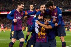 Los jugadores del Barcelona celebran el primer gol al Atlético.
