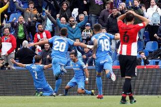 GRAF7394. <HIT>GETAFE</HIT> (MADRID).- El delantero del <HIT>Getafe</HIT> Angel Rodríguez (c) celebra el primer gol del equipo ante el Athletic de Bilbao en el partido de la trigésima primera jornada de LaLiga que se disputa hoy en el Coliseo Alfonso Pérez .