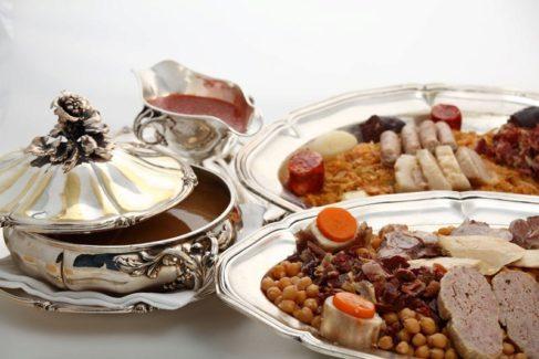 La popularidad del cocido de Lhardy compite con la de sus callos.