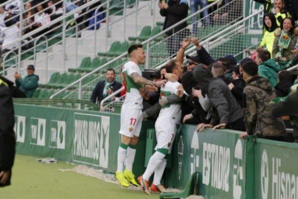 Celebración del gol en el Martinez Valero.