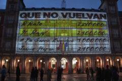 Podemos proyecta los 'papeles de Bárcenas' en la Plaza Mayor de Madrid