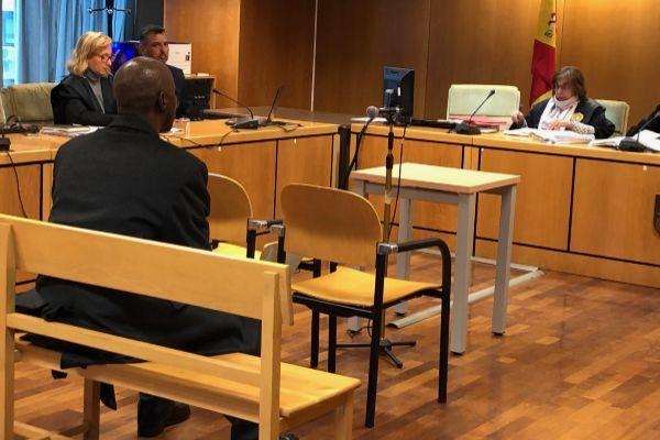 El acusado, Saliu B. durante el juicio por apuñalar a su hijo.