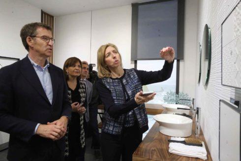 Alberto Núñez Feijóo y Isabel Bonig visitan  Porcelanosa.
