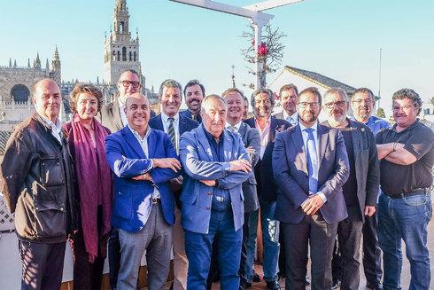 Los miembros de la nueva Academia Sevillana de Gastronomía y Turismo.