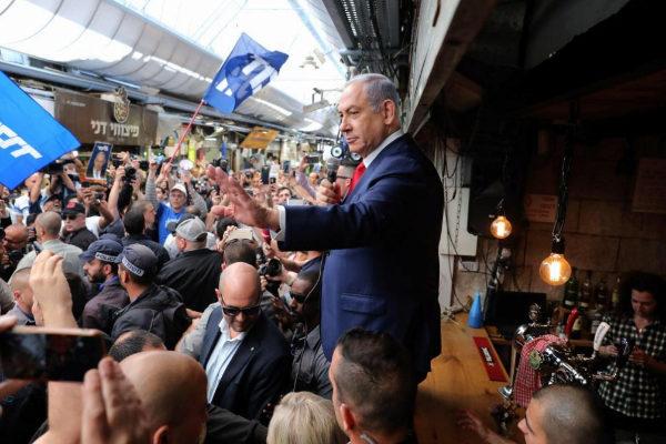 Netanyahu, durante un acto de campaña en un mercado de Jerusalén.