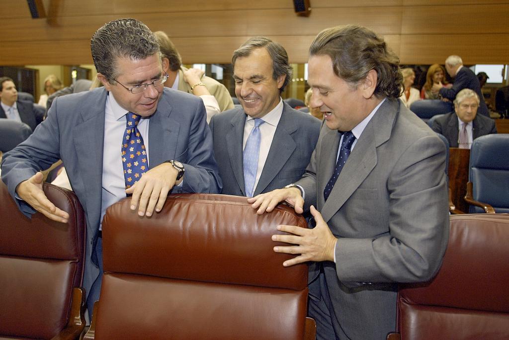 Francisco Granados y Alfredo Prada, en la Asamblea en 2005.