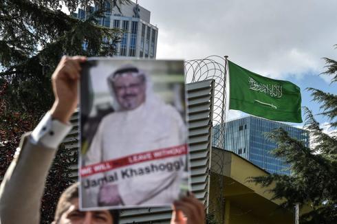 Imagen de archivo de las protestas por el asesinato del periodista Jamal Khashoggi frente al consulado saudí en Estambul del pasado octubre.
