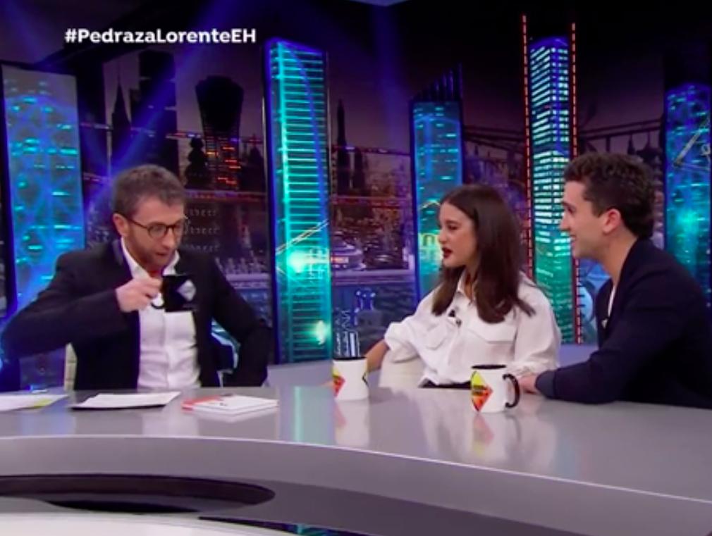 El presentador Pablo Motos entrevista a la pareja de actores formada por María Pedraza y Jaime Lorente, que acudió a El Hormiguero para presentar su nueva película ¿A quién te llevarías a una isla desierta?