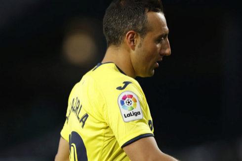 Santi Cazorla, con gesto serio, a la conclusión del partido ante el Betis el pasado domingo en Sevilla.