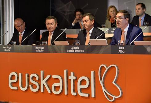 Directivos de Euskaltel durate la pasada junta de accionistas